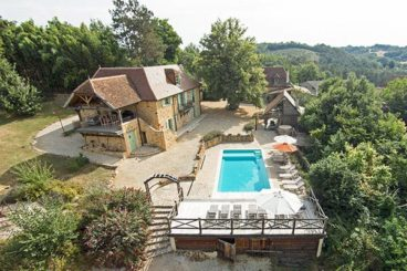 2 luxury holiday homes with heated pool