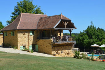 luxury rental with shared heated pool, sauna and jacuzzi close to Le Bugue