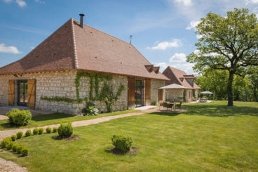 Luxury holiday rental with pool Roumaillac La Grange close to Bergerac Dordogne.