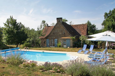 Charming holiday home with private pool and lovely garden Dordogne