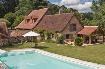 Luxury Dordogne farmhouse with heated private pool bordering a river