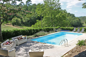 Character rental with private heated pool close to the Dordogne river