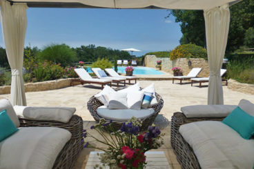 Beatiful and traditional Dordogne family home, fully renovated. High standard. Private pool.