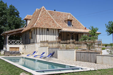 A beautiful, newly built holiday villa, located on a hilltop on the border of the Dordogne and Lot. House, garden and pool are in perfect condition.