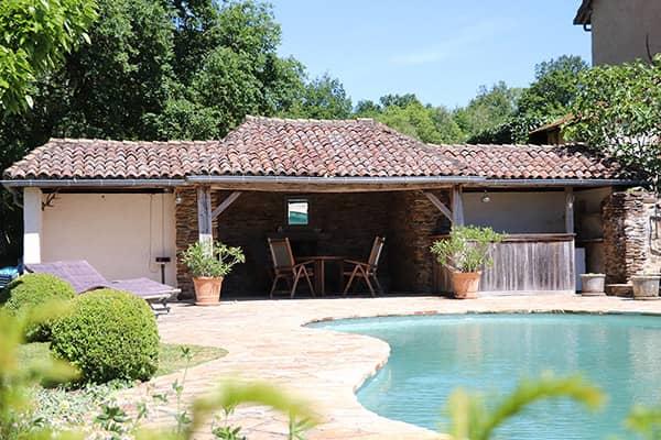Gezellige vakantiewoning aan privé meer met gedeeld verwarmd zwembad